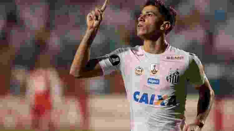 Vitor Bueno comemora gol pelo Santos - Marcello Zambrana/AGIF - Marcello Zambrana/AGIF