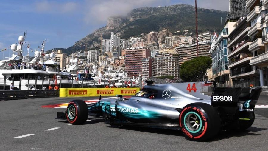 Lewis Hamilton participa de treino livre em Mônaco - AFP