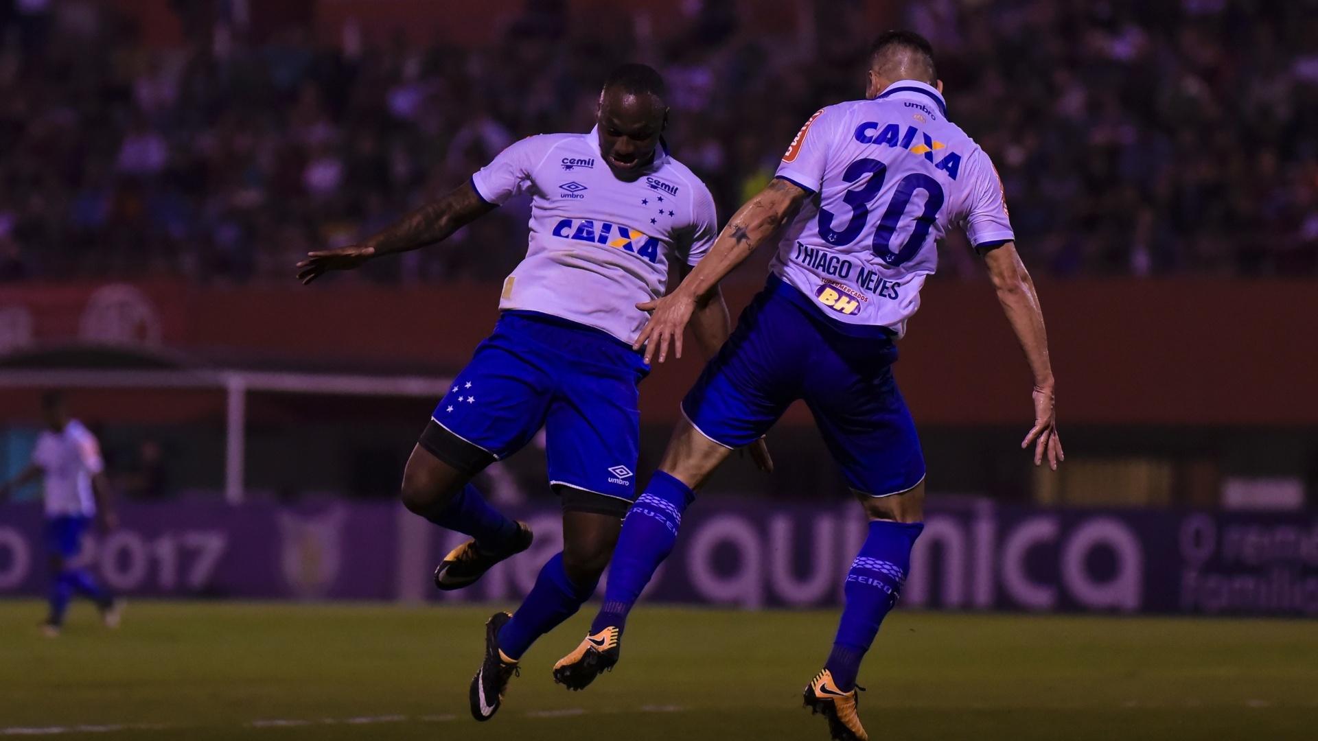 Sassá e Thiago Neves dão