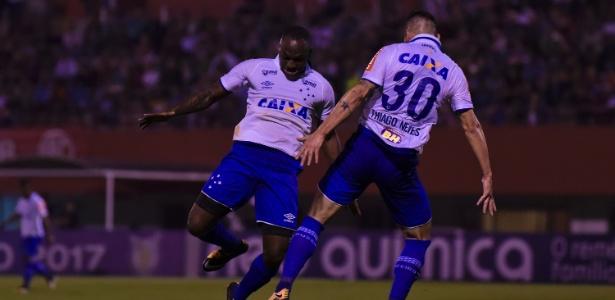 """Sassá e Thiago Neves dão """"sarrada"""" no ar após gol do Cruzeiro no Brasileirão"""