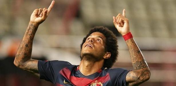 Leandro comemora gol marcado pelo Kashima Antlers