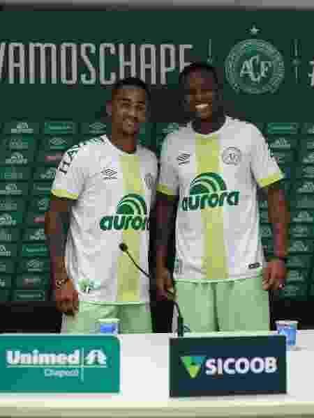 Moisés Ribeiro (d) teve o contrato renovado - Sirli Freitas