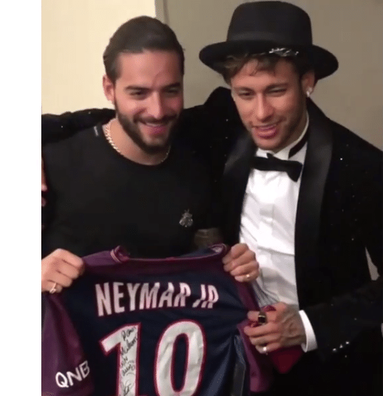 Cantor Maluma posa com Neymar