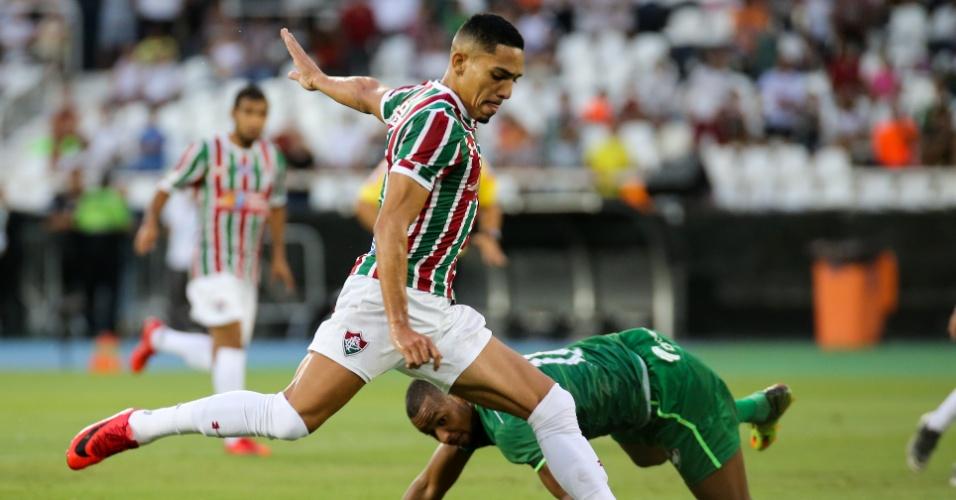Gilberto aproveita falha da defesa do Salgueiro e marca para o Fluminense