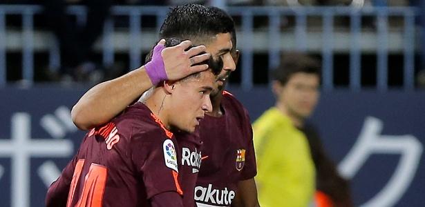 Philippe Coutinho comemora com Suárez o segundo gol do Barcelona diante do Málaga