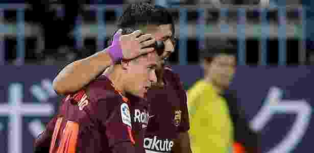 Philippe Coutinho comemora com Suárez o segundo gol do Barcelona diante do Málaga - Jon Nazca/Reuters