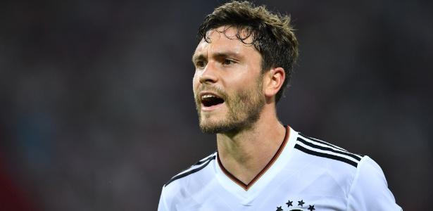 Jonas Hector interessa a Borussia e Bayern, segundo a revista Kicker