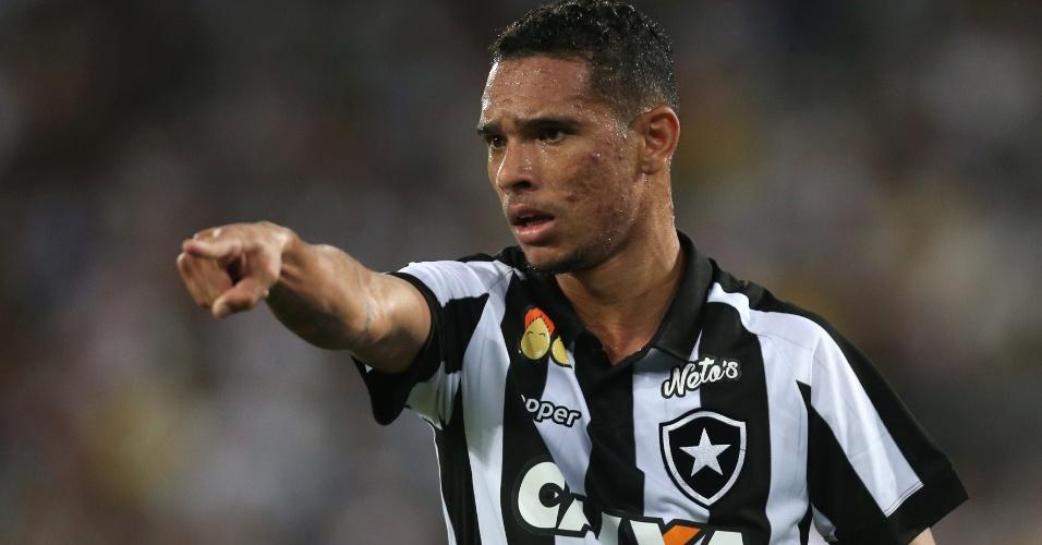 Luiz Fernando comemora primeiro gol pelo Botafogo diante do Vasco