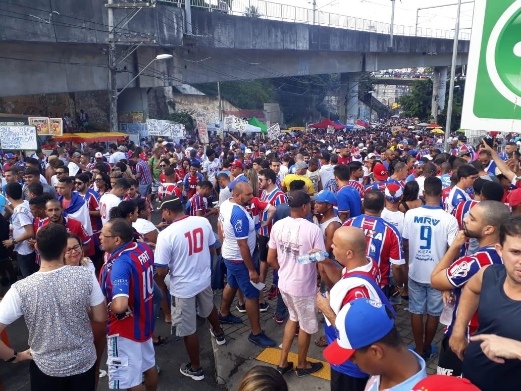 Multidão se aglomera no entorno da Fonte Nova antes de Bahia x Sampaio Corrêa