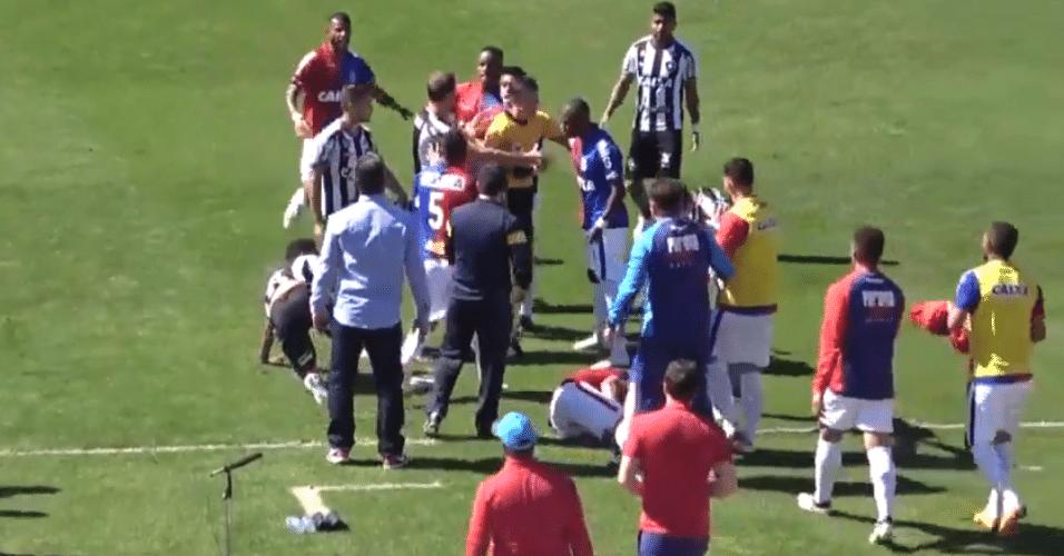 Paraná x Botafogo tem confusão generalizada