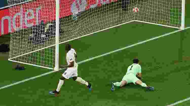No primeiro tempo, Lukaku aproveitou rebote de Buffon e fez 2 a 1 para o United - Benoit Tessier/Reuters