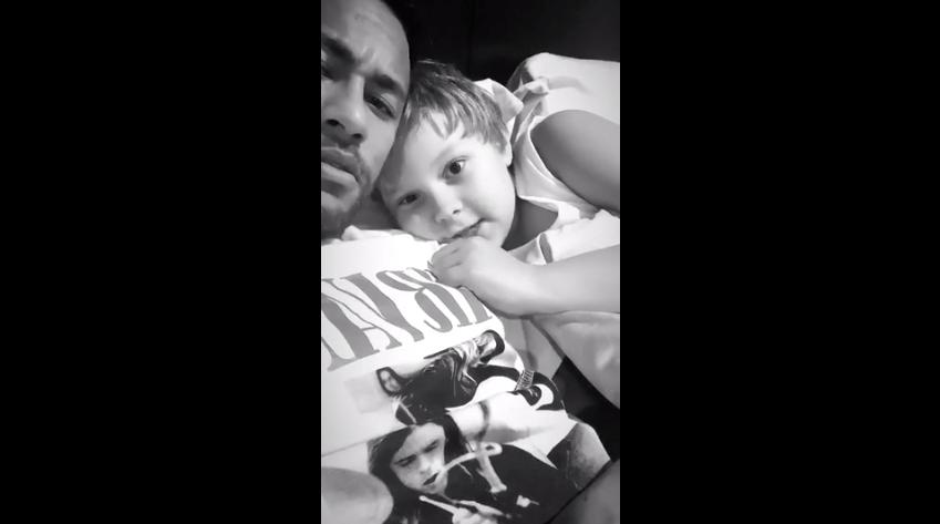 Neymar assiste a Aladdin com Davi Lucca