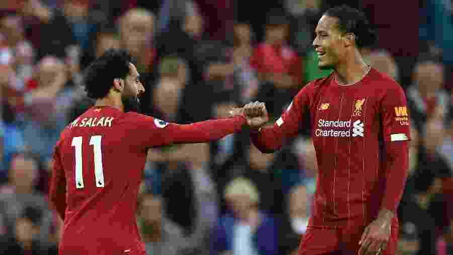 Salah e Van Dijk comemoram gol do Liverpool contra o Norwich - Oli SCARFF / AFP
