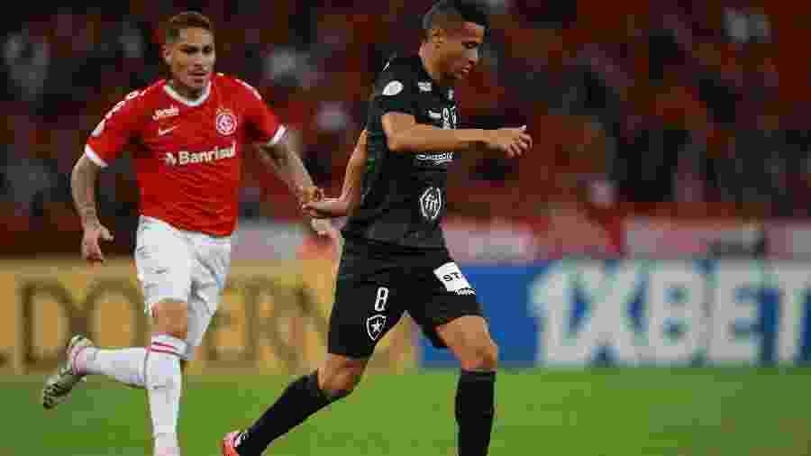 Internacional levou a melhor sobre o Botafogo no fim do primeiro turno, no Beira Rio - REUTERS/Diego Vara