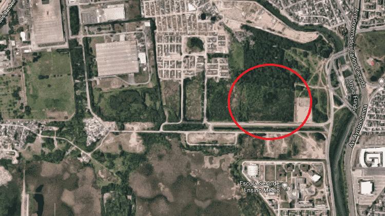 Terreno do futuro centro de treinamento do Vasco, com destaque em vermelho, por imagem via satélite - Google Maps - Google Maps
