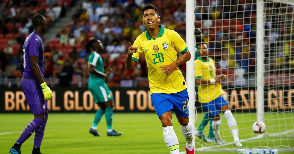 Firmino comemora gol da seleção brasileira sobre Senegal