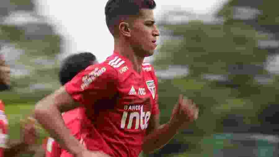 Vitor Bueno, meia-atacante do São Paulo, concedeu entrevista coletiva hoje pela manhã no CT da Barra Funda - Rubens Chiri/saopaulofc.net