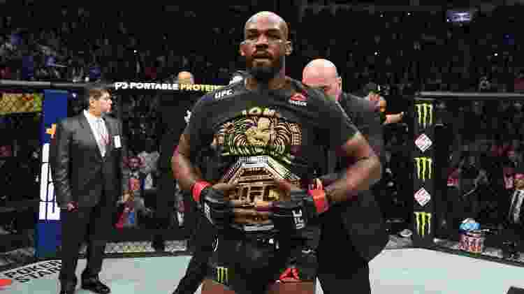 Jon Jones recebe o cinturão do UFC após vitória sobre Dominick Reyes - Josh Hedges/Zuffa LLC via Getty Images - Josh Hedges/Zuffa LLC via Getty Images