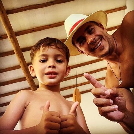 Ivan Moré ao lado de um dos filhos - Reprodução/Instagram