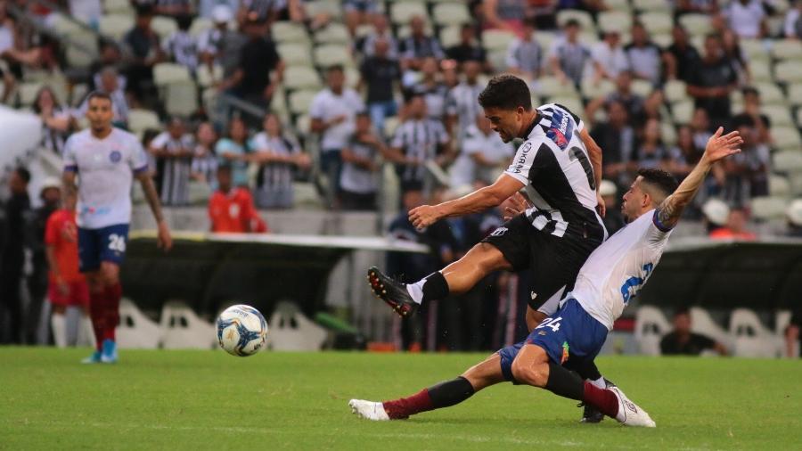 Lance da partida entre Ceara x Bahia pela Copa do Nordeste no Castelão - Fernando Torres/AGIF
