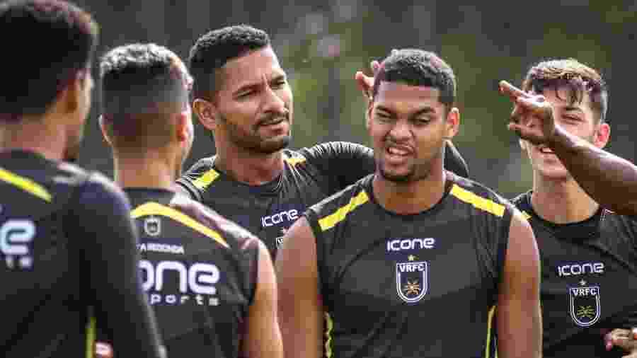 """Daniel """"Fala Fino"""" toma peteleco na orelha de seus companheiros de time - Andre Moreira / VRFC"""