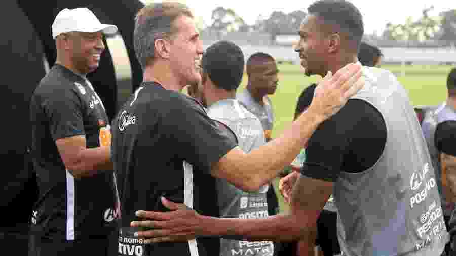 Atacante Jô e técnico Vagner Mancini em dia de treinamento no CT Joaquim Grava - Rodrigo Coca/Agência Corinthians