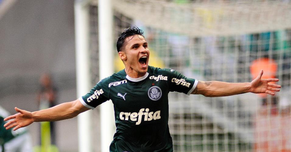 Raphael Veiga do Palmeiras comemora seu gol durante partida contra o Mirassol no estadio Arena Allianz Parque pelo campeonato Paulista 2020