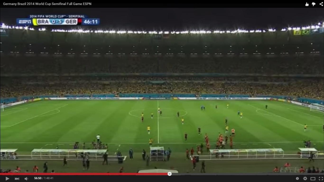Mesmo com o placar elástico, o Mineirão demorou a reagir contra a seleção. As primeiras vaias ao time vieram apenas no intervalo, 15 minutos depois da Alemanha fazer 5 a 0.