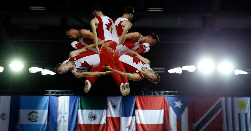 O canadense Jason Burnett durante a competição do trampolim
