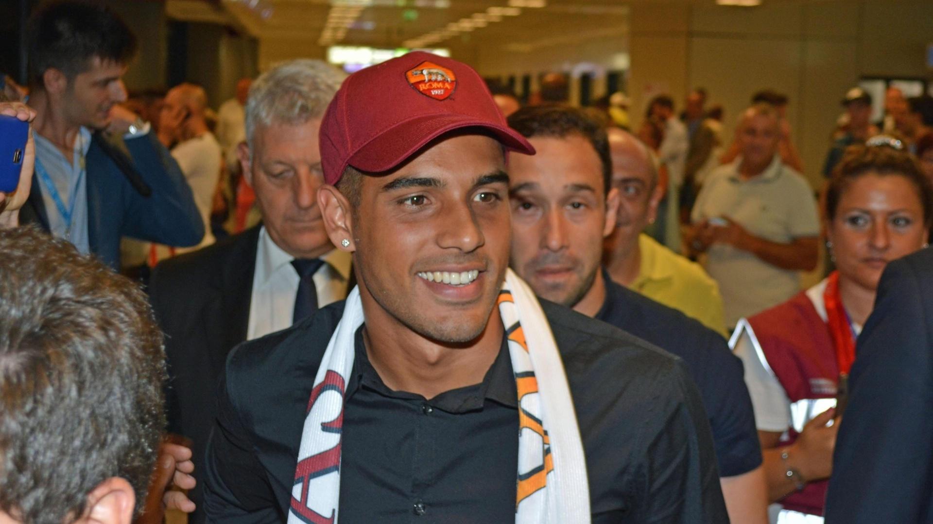 Emerson Palmieri chega à Roma depois de lideração do Santos