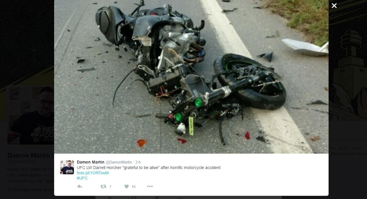 Moto do lutador Darrell Horcher ficou destruída após acidente