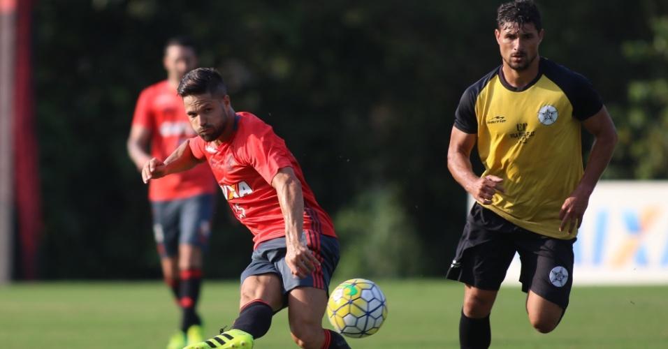 Diego participa de jogo-treino no Flamengo