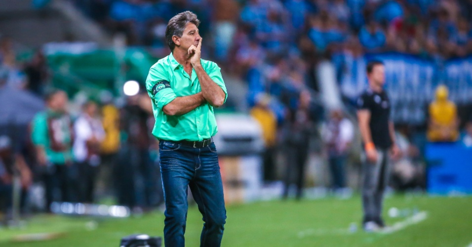Renato Gaúcho, técnico do Grêmio, acompanha a final contra o Atlético-MG