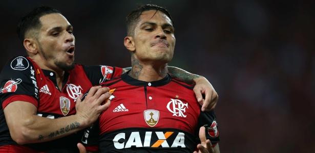 O atacante Paolo Guerrero celebra o gol do Flamengo contra a Universidad Católica