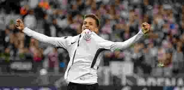 Pedrinho marcou o primeiro gol como profissional na última quarta-feira - Daniel Vorley/AGIF