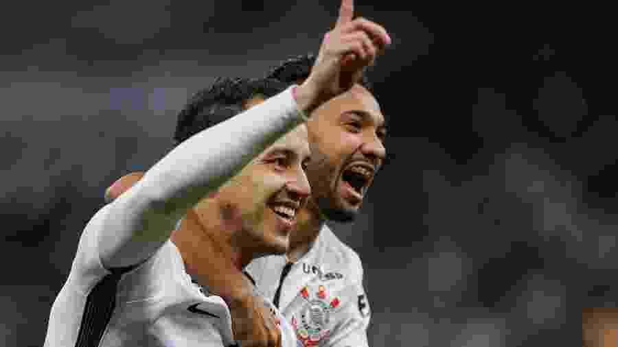 Rodriguinho comemora gol do Corinthians contra o Sport na temporada 2017 - Marcello Zambrana/AGIF