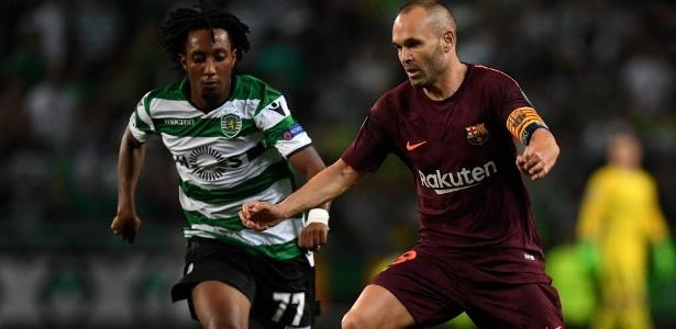 Iniesta em ação pelo Barcelona durante jogo contra o Sporting