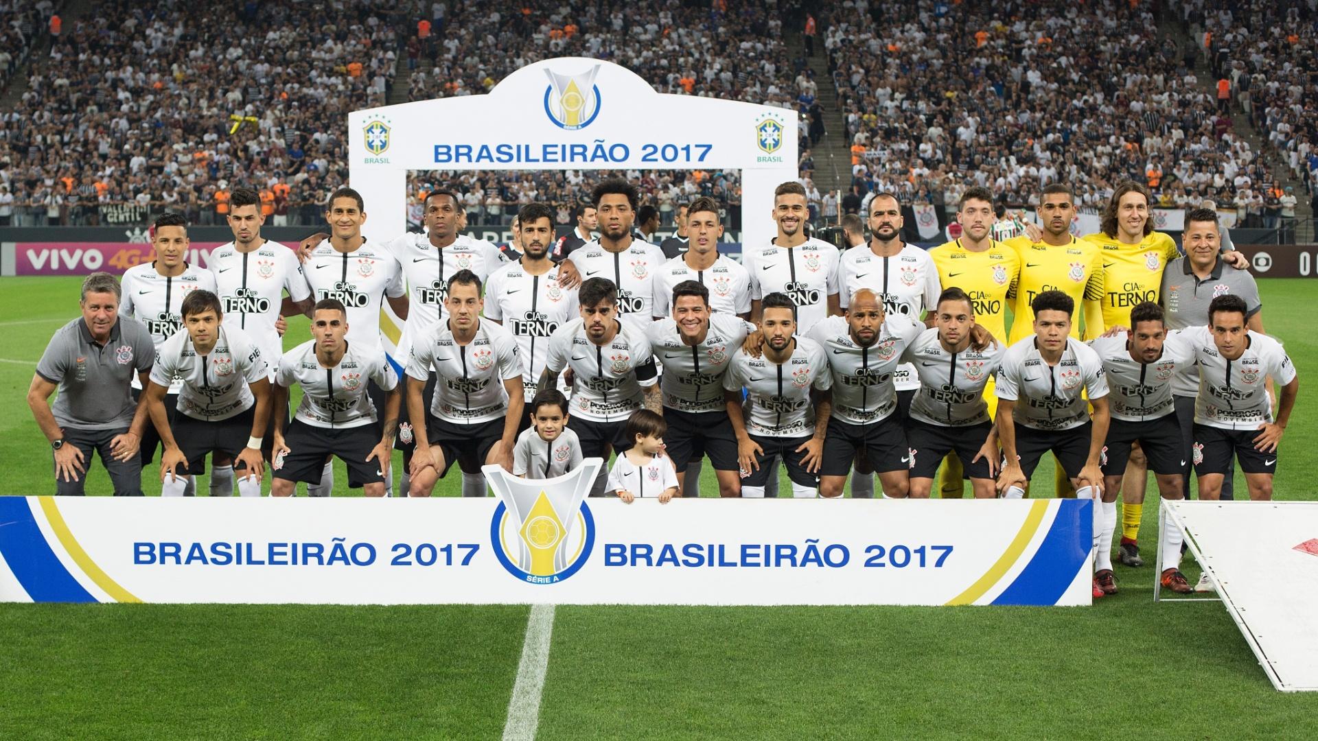 Elenco do Corinthians perfilado para jogo contra o Fluminense pelo Campeonato Brasileiro