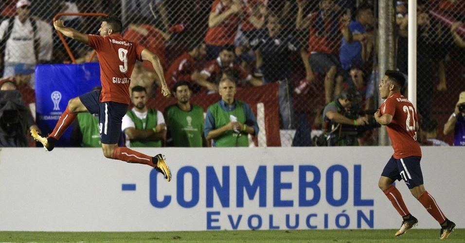 Emmanuel Gigliotti festeja o gol de empate do Independiente contra o Flamengo