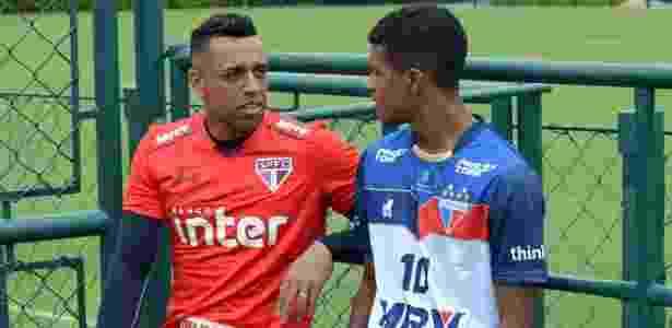 O goleiro Sidão conversou com Léo Natel, quando o Fortaleza treinou em São Paulo - Érico Leonan / saopaulofc.net