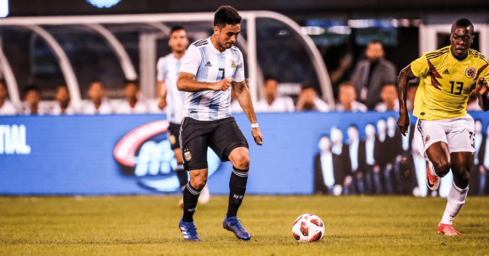 Gonzalo Martínez arma chute durante amistoso entre Argentina e Colômbia