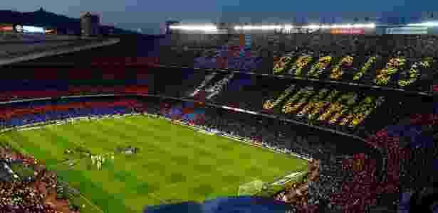 Em 2016, em um El Clasico, o Barcelona preparou um mosaico agradecendo ao ídolo da equipe, o holandês Johan Cruijff - Alex Caparros/Getty Images
