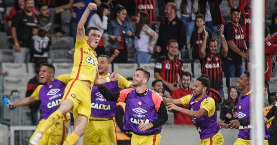 Pablo comemora o gol marcado pelo Atlético-PR contra o Botafogo