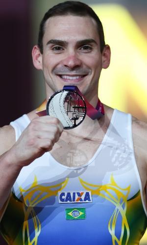 Arthur Zanetti conquista a medalha de prata nas argolas no Mundial de Doha