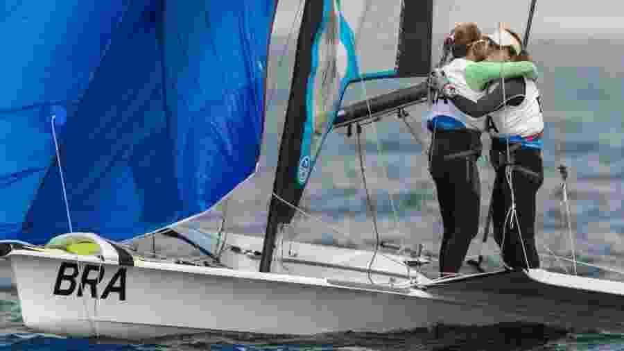 As campeãs olímpicas Martine Grael e Kahena Kunze ganharam um dos 3 ouros da vela neste sábado - Jonne Roriz/COB