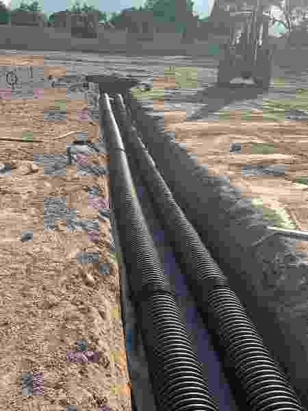 Vasco divulgou imagens do sistema de drenagem sendo colocado no CT - Bruna Basílio/Nosso CT - Bruna Basílio/Nosso CT