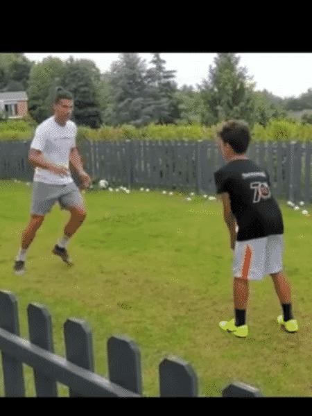 Cristiano Ronaldo treina como filho na Itália - Reprodução/Instagram