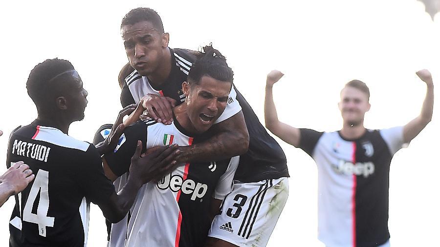 Cristiano Ronaldo comemora gol da Juventus sobre o Torino pelo Italiano - REUTERS/Massimo Pinca