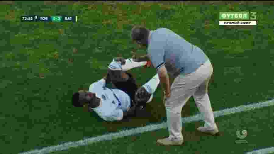 Brasileiro Lipe Veloso leva bronca do técnico Yuri Puntus em jogo entre Torpedo Zhodino e Bate Borisov - Reprodução/Instagram