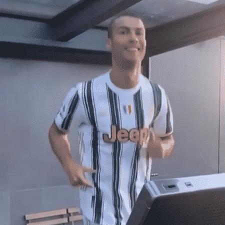 Cristiano Ronaldo corre na esteira com camisa da Juventus - Reprodução/Instagram